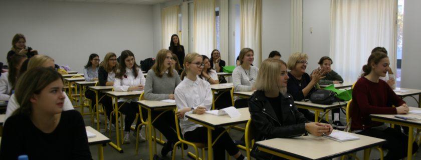 Accueil d'élèves de l'école 171 de St Petersbourg à Moscou