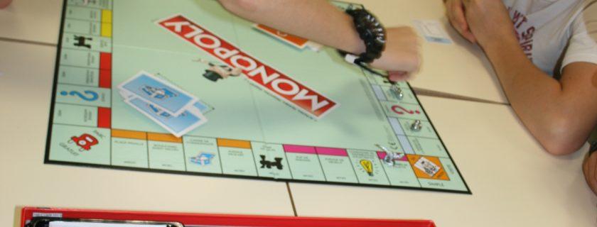 Jeux du midi…Cartes et Monopoly!