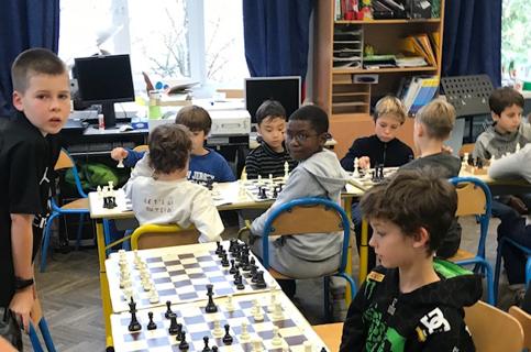 Tournoi d'échecs chez les CM2 de Bounine.